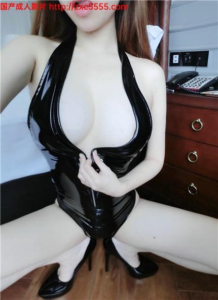 极品爆乳网红美少女:隔壁小姐姐之被客人调教 VIP会员版 超粉嫩美鲍看着就想操 高跟皮衣 极致美乳 高清私拍